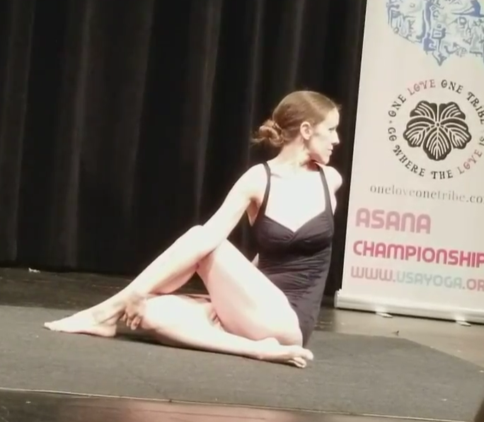 Ann Half Spine Twist Cropped 2017 Mid West Chicago